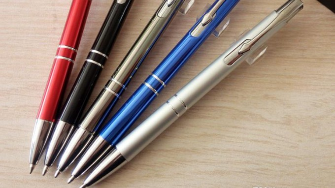 5 Pens On A Table